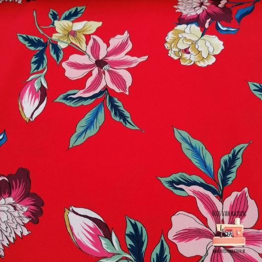 Crepe - rode bloemen